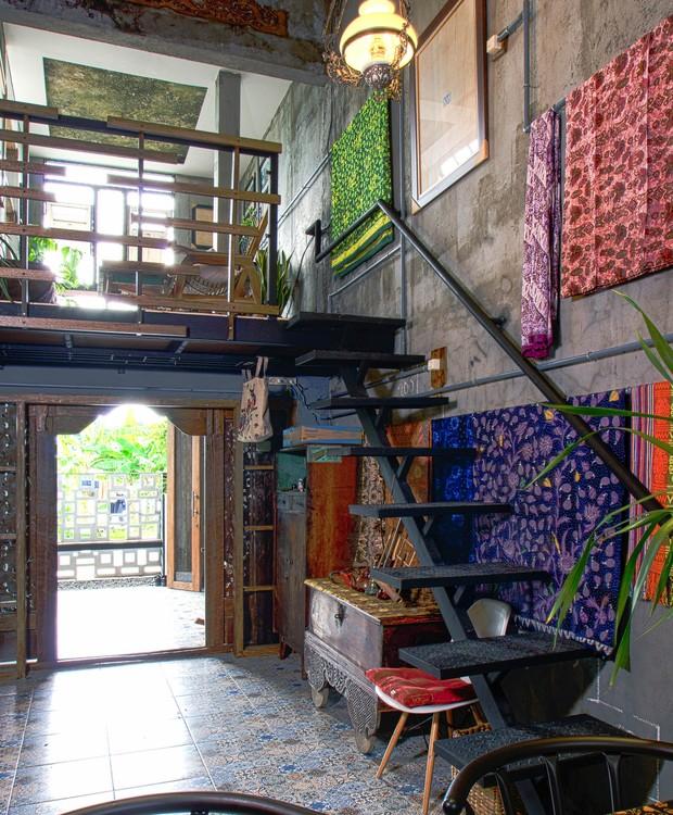 Interior da casa com decoração típica da Indonésia (Foto: gayuh budi utomo arsitek / Flickr)