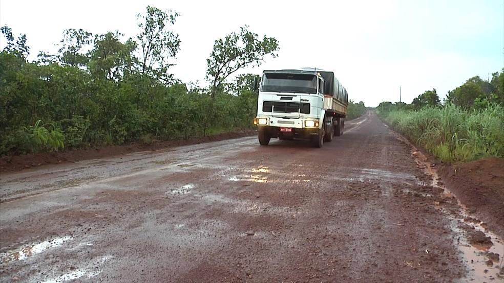 Grupo de agricultores do Maranhão realizou reparos nas estradas. (Foto: Reprodução/TV Mirante)