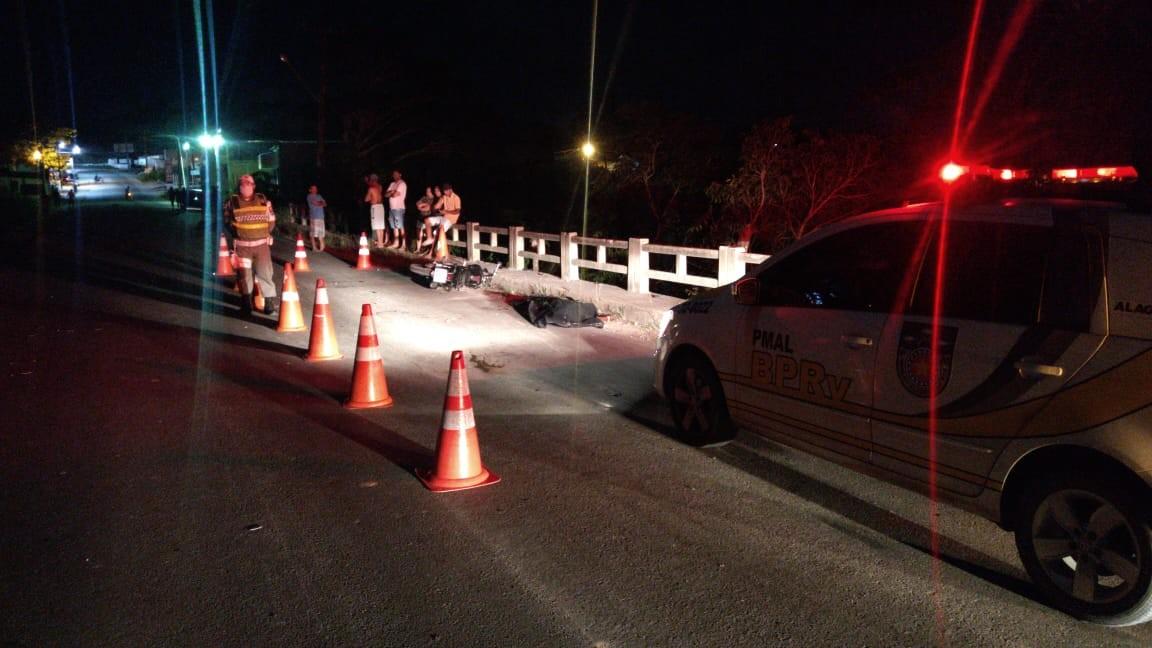 Uma pessoa morre e duas ficam feridas em acidentes com motos nas rodovias estaduais de AL