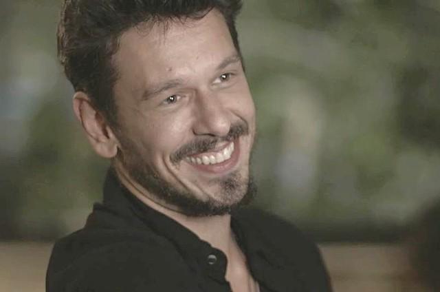 'Espelho da vida': João Vicente de Castro é Alain (Foto: TV Globo)