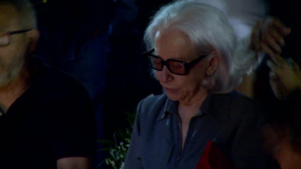 Fernanda Montenegro esteve no velório do diretor Domingos Oliveira — Foto: Reprodução / TV Globo