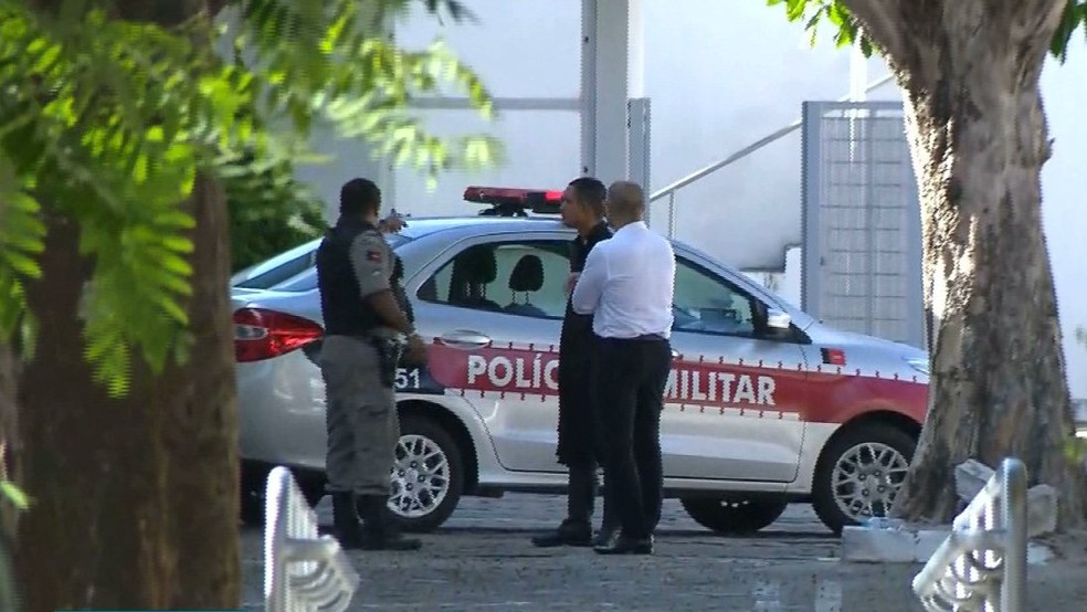 Polícias Militar e Civil estiveram no local, na manhã desta quarta-feira — Foto: Reprodução/TV Cabo Branco