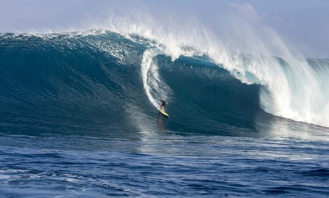 Andrea Moller na onda vencedora em Jaws, Havaí