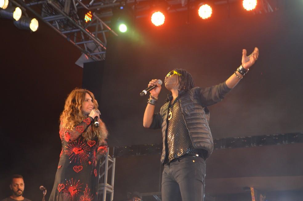 Toni Garrido foi um dos convidados de Elba Ramalho na gravação do DVD de 40 anos de carreira, em Campina Grande — Foto: Iara Alves/G1