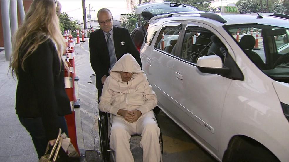 Roger Abdelmassih chega ao Hospital Albert Einstein  (Foto: Reprodução/TV Globo)