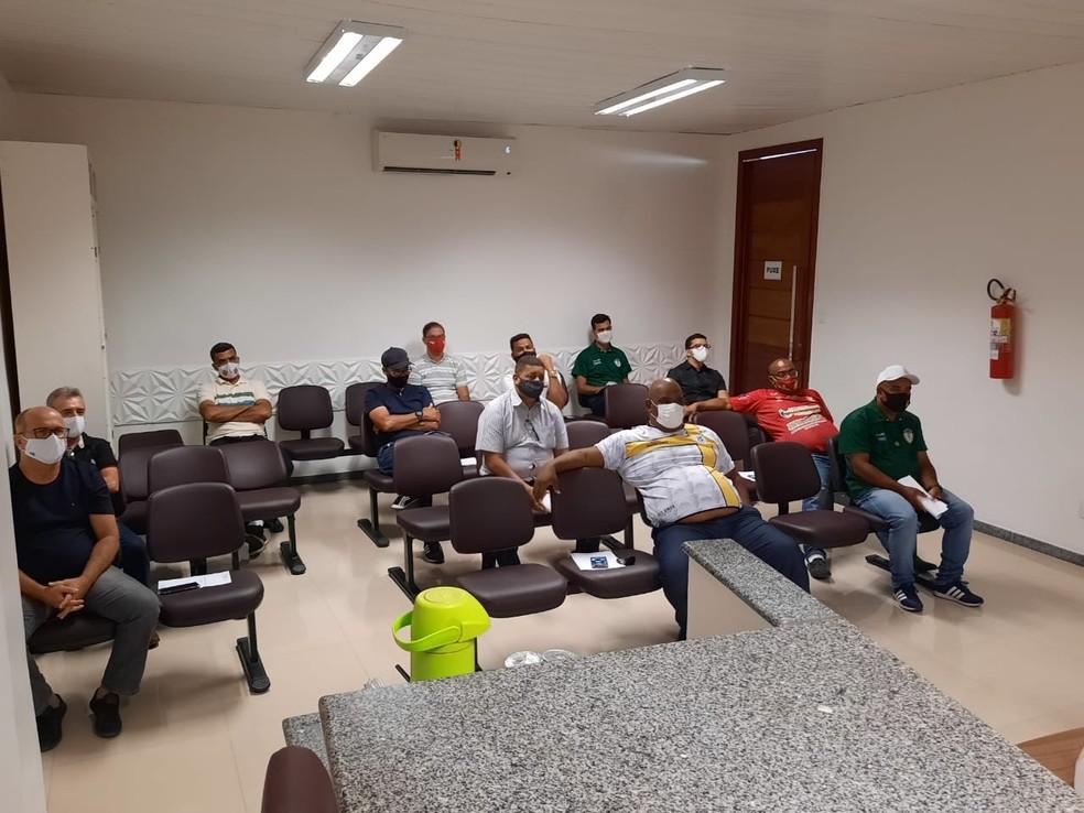 Representantes dos clubes participaram de reunião sobre protocolos sanitários durante Campeonato Sergipano — Foto: Divulgação/FSF