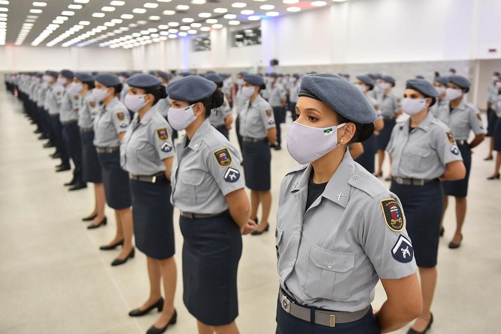 Policiais militares femininas em formatura do curso de praças da PM no Rio Grande do Norte — Foto: Elisa Elsie