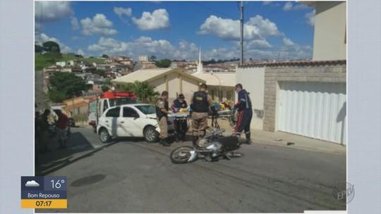 41b9306e2bf Homem é arremessado de moto durante perseguição policial no Centro de  Varginha