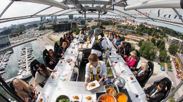 Você encararia uma refeição no Dinner in the Sky? (Foto: Divulgação)