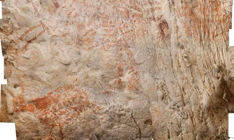À esquerda, o animal pintado em vermelho pelos habitantes da caverna há cerca de 40 mil anos (Foto: Reprodução/Luc-Henri Fage)