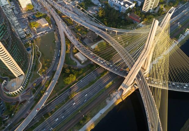Ponte Estaiada vista do alto na cidade de São Paulo (Foto: Thinkstock)