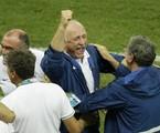 Felipão comemora a vitória do Brasil nas quartas de final | AP