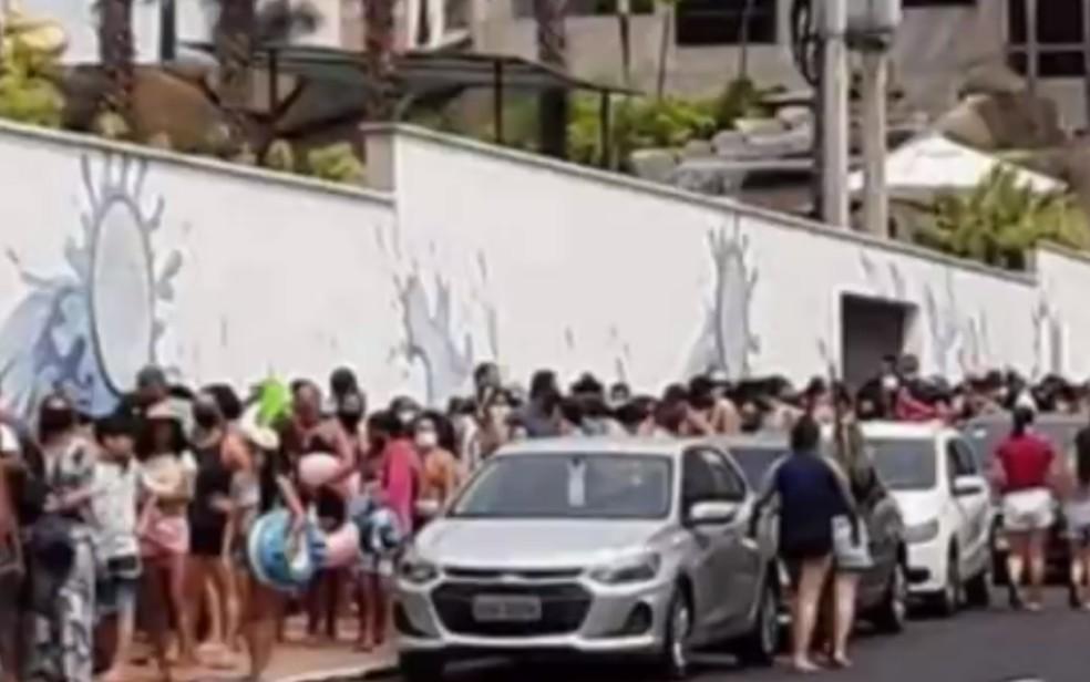 Portas de clubes de Caldas Novas ficaram lotadas — Foto: Reprodução/TV Anhanguera