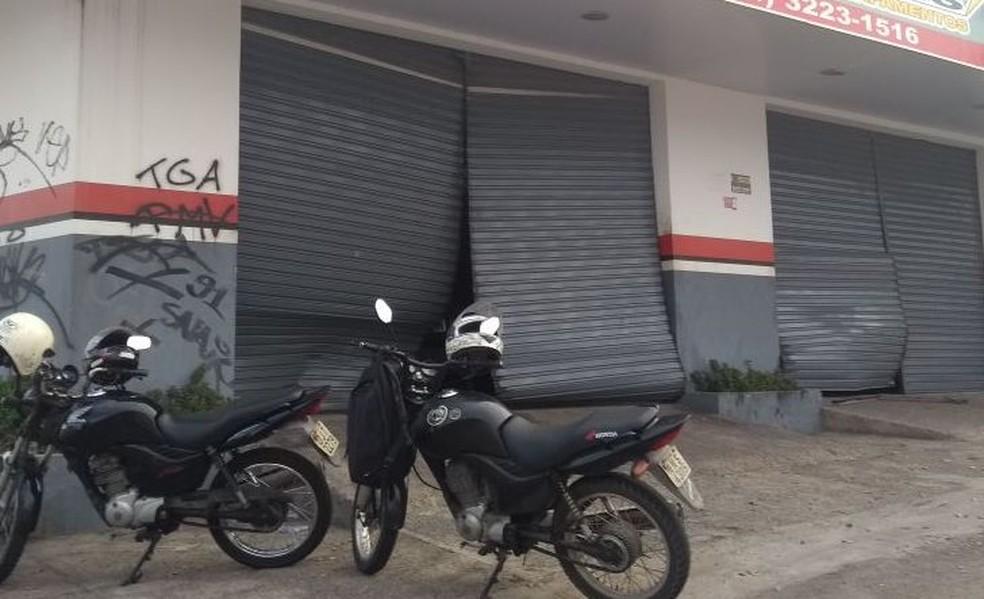 Pelo menos quatro lojas foram arrombadas e saqueadas. (Foto: Ediana Miralha/Inter TV Cabugi)
