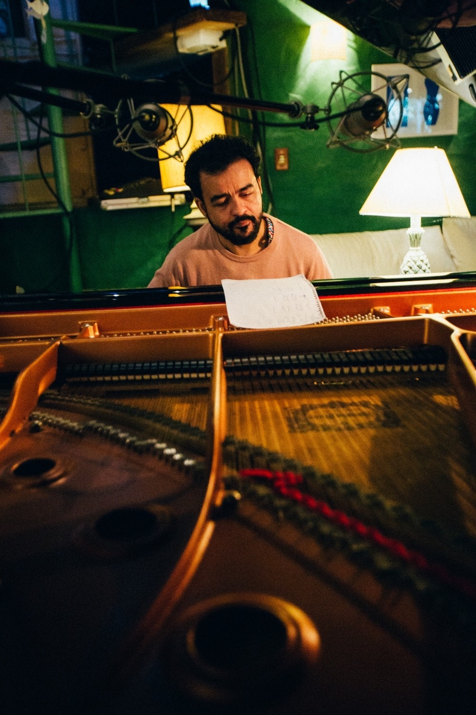 Pianista Marcelo Galter debuta solo com 'Bacia do Cobre', álbum que abarca 'Temporal' de Dorival Caymmi