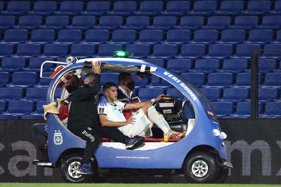 Exequiel Palacios, da Argentina, sofreu fratura na lombar no jogo contra o Paraguai — Foto: Getty Images
