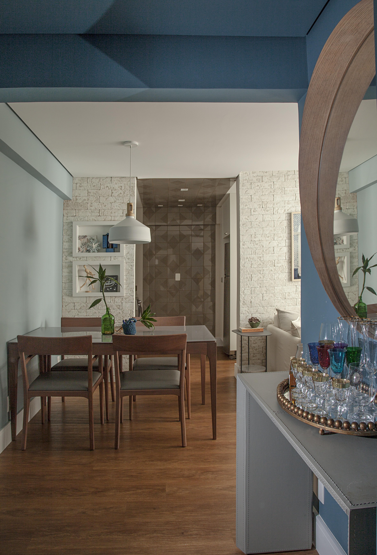 Décor do dia: hall de entrada com bar integrado à sala de jantar