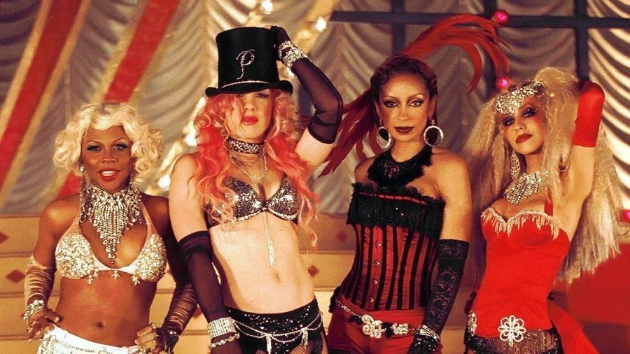 Lil' Kim, Pink, Mya e Christina Aguilera cantaram juntas Lady Marmalade, parte da trilha de Moulin Rouge - Amor em Vermelho (2001) (Foto: Divulgação)