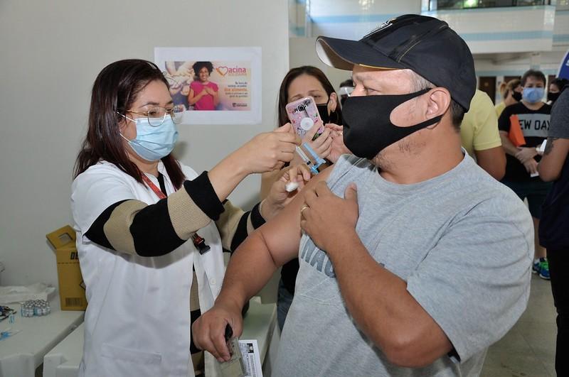 Contagem vacina pessoas de 50 a 55 anos contra a Covid-19 a partir desta quinta-feira
