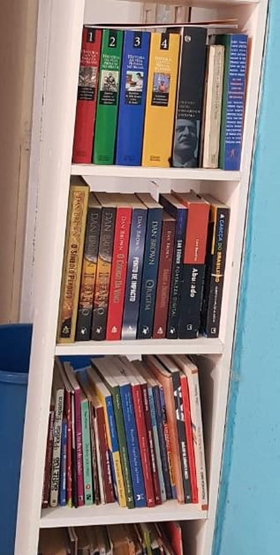Educador social decidiu emprestar coleção de livros a vizinhos na região do Jardim Campo Belo I, em Campinas (SP) — Foto: Alex Bahia/Arquivo pessoal