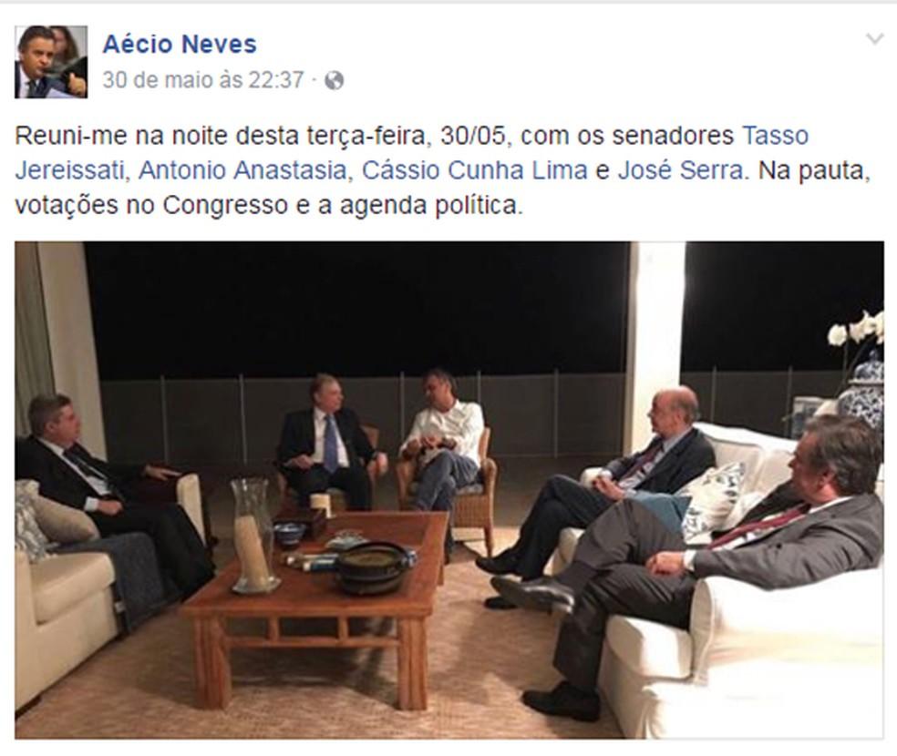 Em post no dia 30 de maio, Aécio Neves diz que se reuniu com senadores do PSDB para tratar de votações no Congresso. Para Janot, encontro demonstra desrespeito à decisão que o afastou (Foto: Reprodução/Facebook)