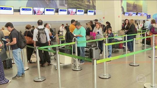 Ao menos 11 aeroportos estão sem combustível nesta sexta-feira