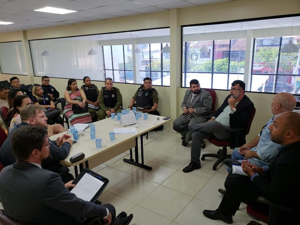 -  Juízes, promotores e representantes de órgãos de segurança em reunião no Fórum Eleitoral de Santarém  Foto: Justiça Eleitoral/Divulgação