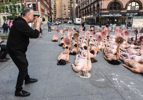 Spencer Tunick em ação (Foto: Getty Images)