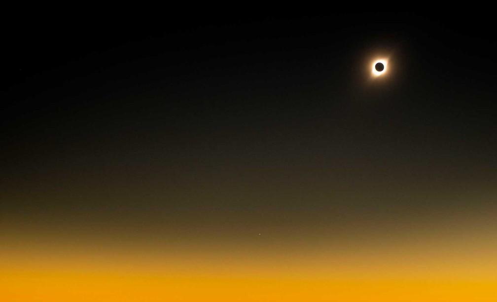 Eclipse solar visto do Observatório de La Silla, no Chile. Em dezembro de 2020, haverá um eclipse solar total que poderá ser visto no sul do planeta — Foto: Martin Bernetti/AFP