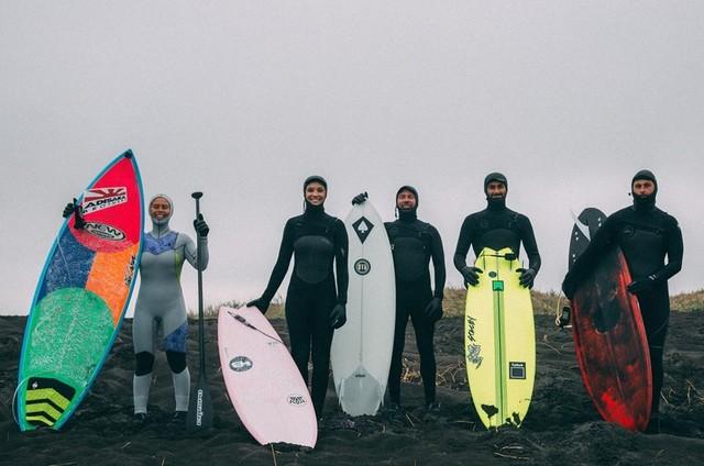 Surfistas brasileiros estrelam a série 'O mundo inexplorado', do canal OFF (Foto: Anna Gravilova)