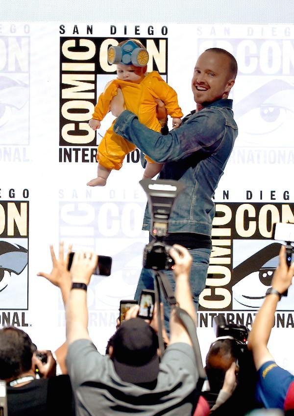 Ator levou fãs à loucura com brincadeira em painel celebrando 10 anos de Breaking Bad (Foto: Getty Images)