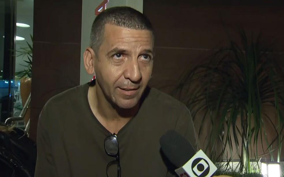 Damião Freitas, que passou a madrugada na porta do hospital à procura da mãe — Foto: Reprodução/TV Globo