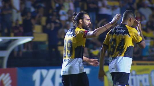 """Léo Gamalho vê situação delicada, mas evita jogar a toalha: """"Vamos esperar os resultados"""""""
