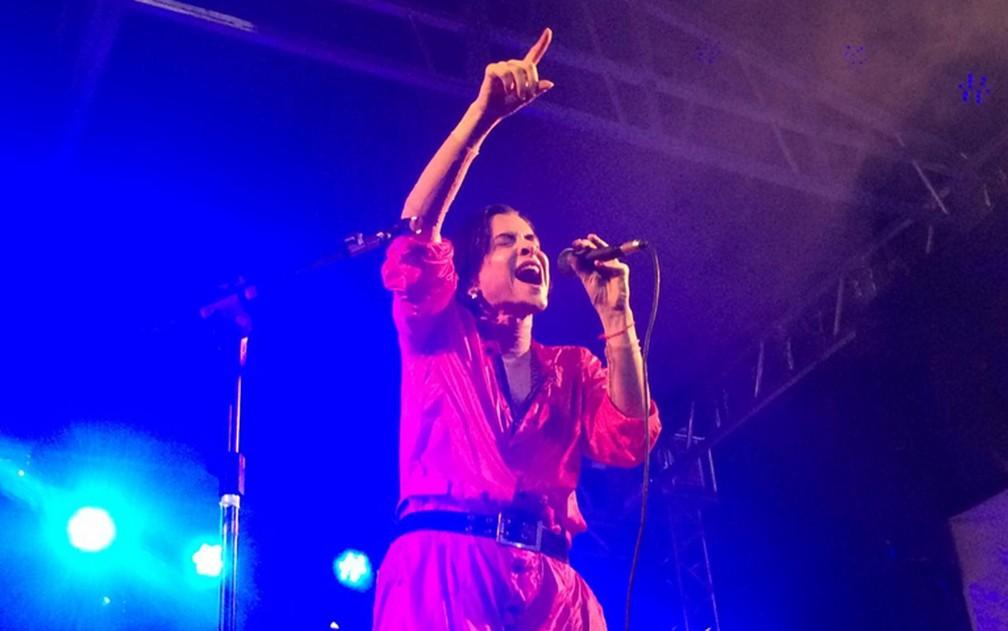 Marina Lima canta em palco da Virada Cultural, na Praça da República — Foto: Rafaela Putini/G1