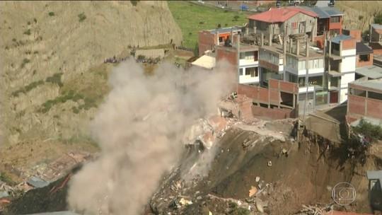 Conjunto de casas desaba na Bolívia