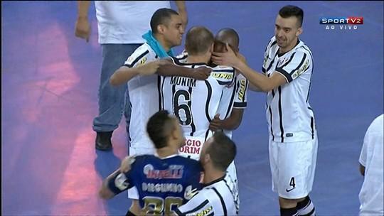 """Após espantar """"fantasma"""" com gol e título, Simi espera ficar no Corinthians"""