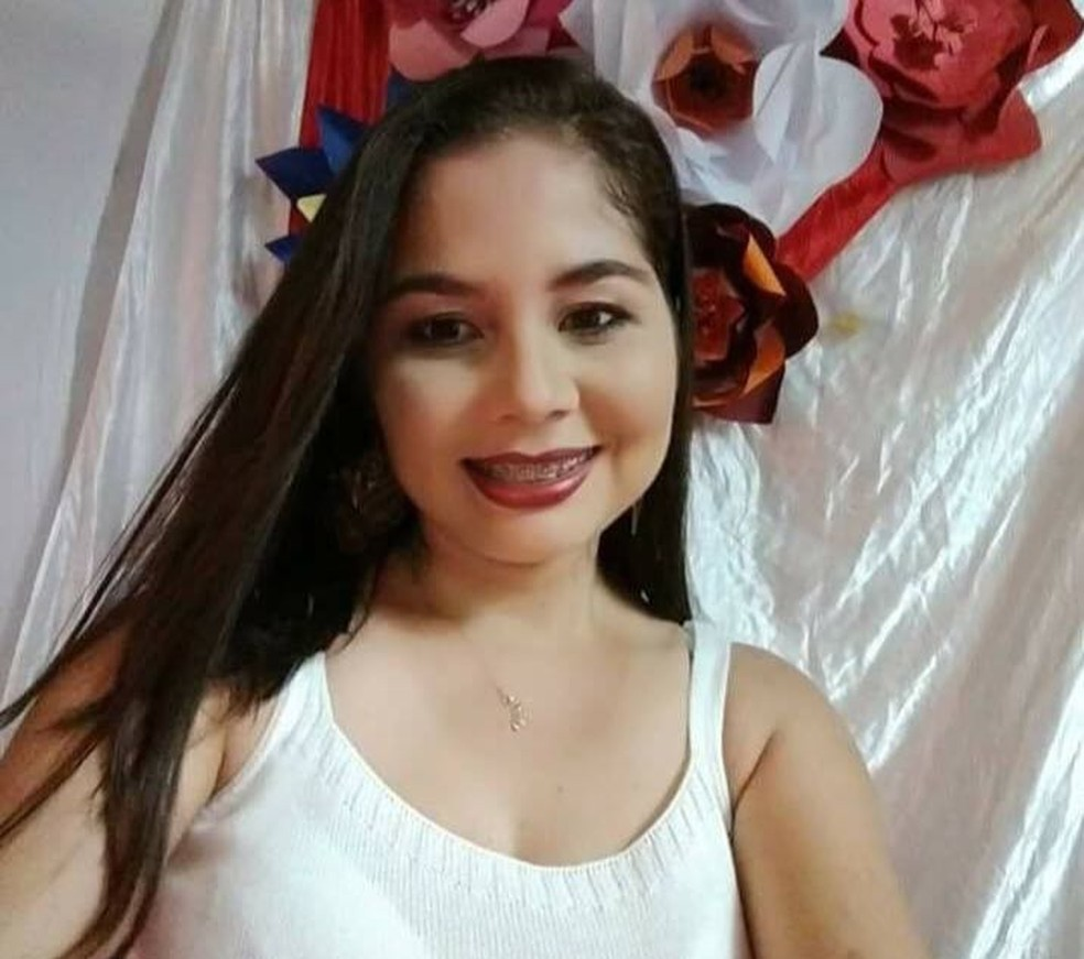 Professora foi morta com mais de 20 facadas no litoral do Piauí — Foto: Reprodução/Facebook