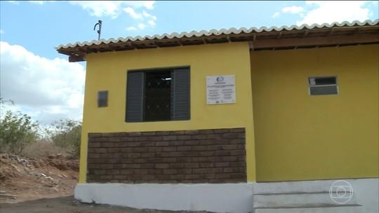 Primeira casa feita com tijolos ecológicos é entregue em comunidade de Alagoas