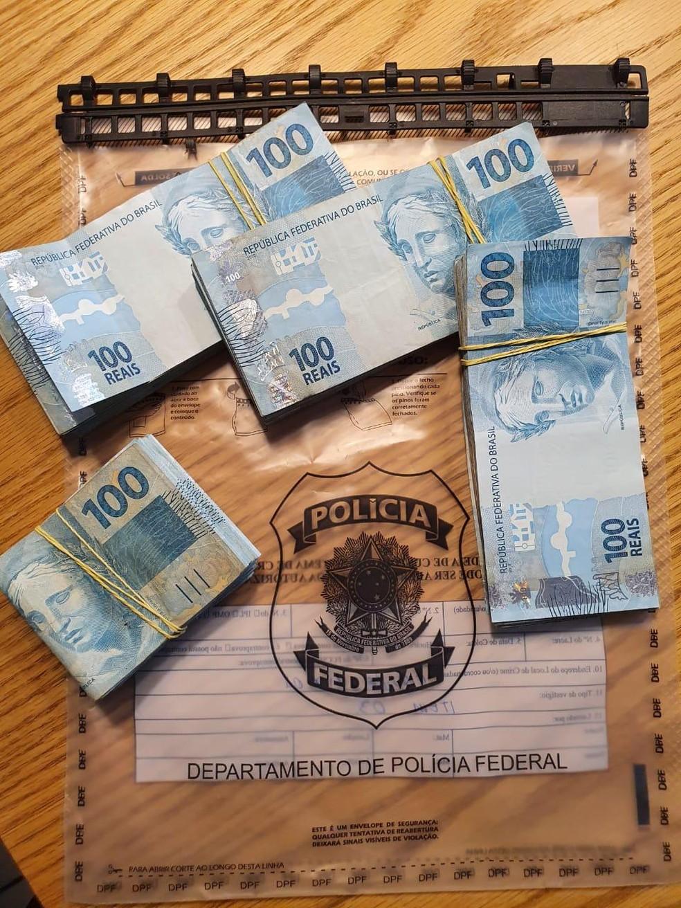 Policiais localizaram R$ 38 mil em espécie no ES — Foto: PF/Divulgação