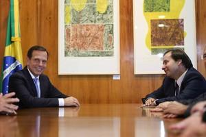 O prefeito de São Paulo, João Doria (PSDB), se reúne com o presidente da Câmara, deputado Rodrigo Maia, do DEM (Foto: Fábio Rodrigues Pozzebom / Agência Brasil)
