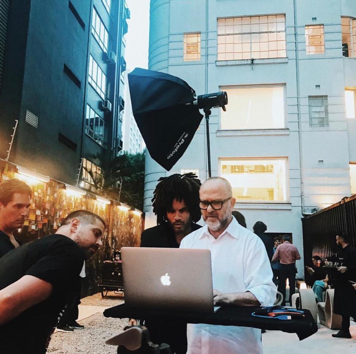 Lenny Kravitz e o time da GQ Brasil na Leica Gallery, em São Paulo (Foto: Fotos: Bob Wolfenson, Gabriel Cicconi e Ana Clara Pazian)