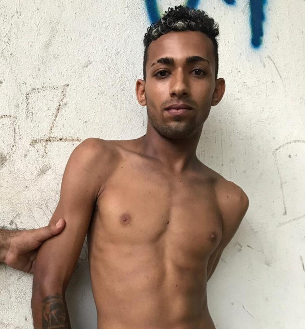 Geniwellington da Silva Rogério, de 20 anos, é suspeito de ter participado de assalto a ônibus que fazia linha Cajuapari em São Luís. — Foto: Divulgação/Polícia Militar