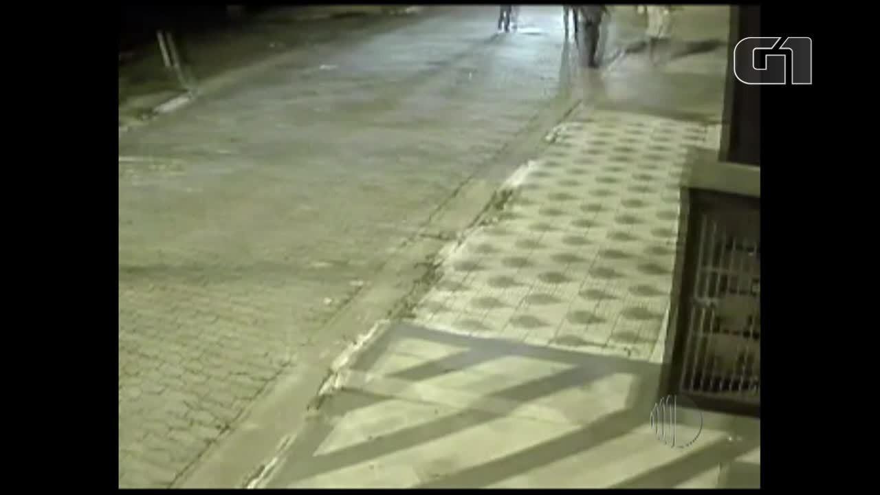 Polícia obtém imagens de movimentação na rua durante incêndio que matou crianças em Poá