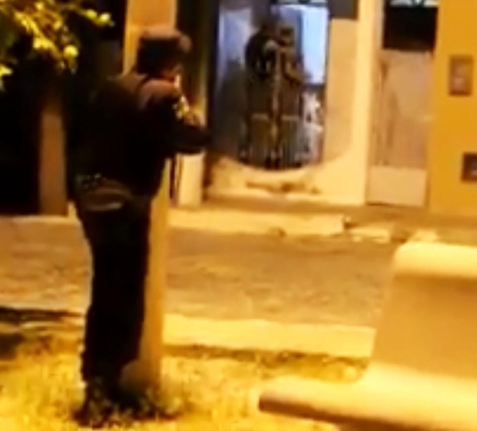 Criminosos foram cercados por policiais militares; houve troca de tiros e dois assaltantes acabaram mortos (Foto: Rosivan Amaral/Caicó em Foco)