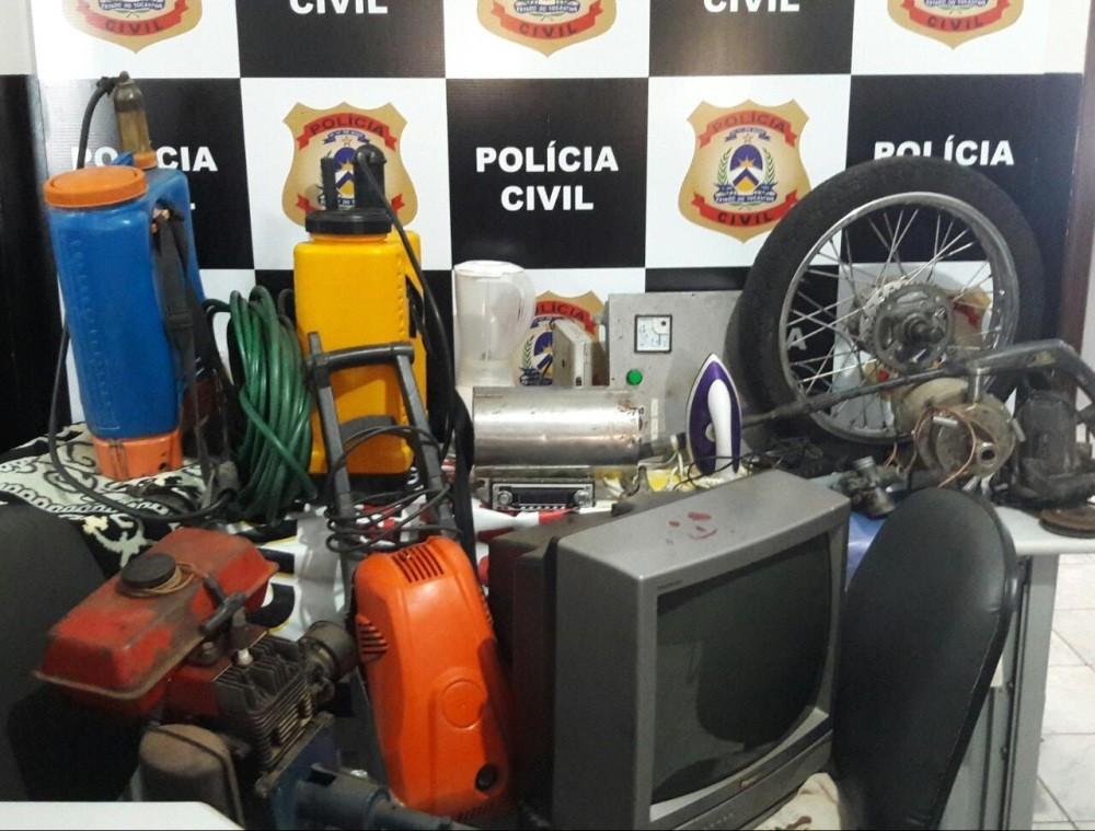 Homem é preso pela polícia após objetos furtados serem encontrados na casa dele - Notícias - Plantão Diário