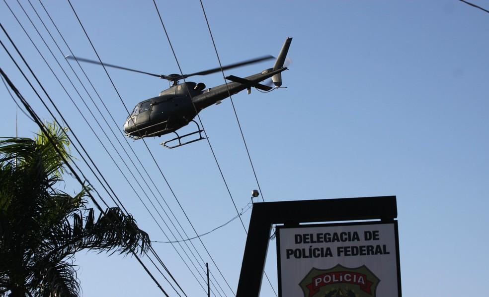 Na operação, houve o emprego do grupo tático especial da PF, bem como das aeronaves e helicópteros da Instituição (Foto: Pâmela Fernandes/G1)