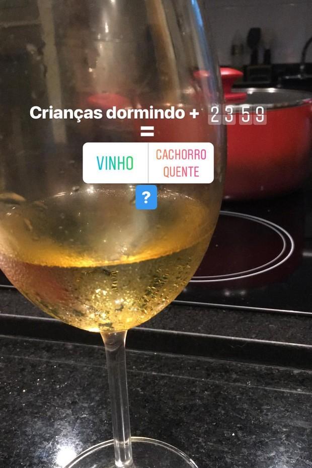 Fernanda Gentil se derrete por Priscila Montandon fazendo hot dog (Foto: Reprodução/Instagram)