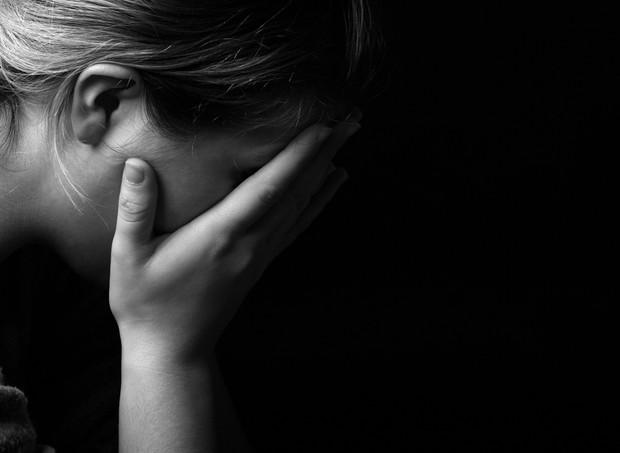 Depressão pós-parto_mulher triste (Foto: Shutterstock)
