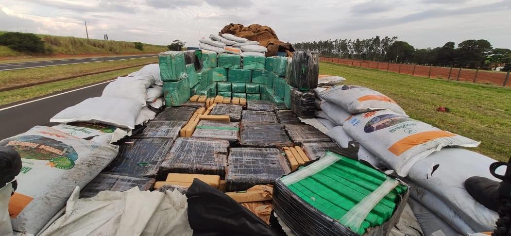 Polícia Rodoviária apreende 2 toneladas de maconha dentro de caminhão em Cafelândia