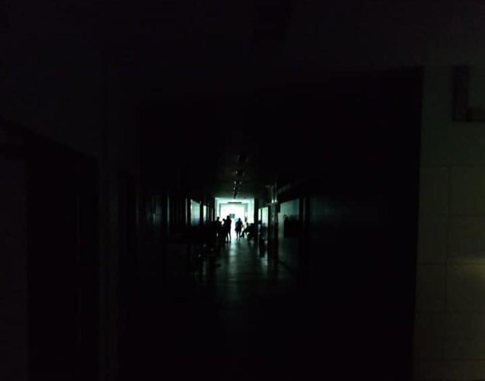 Hospital de Urgência de Teresina no escuro nessa sexta-feira (4) — Foto: Arquivo Pessoal/Samuel Rego